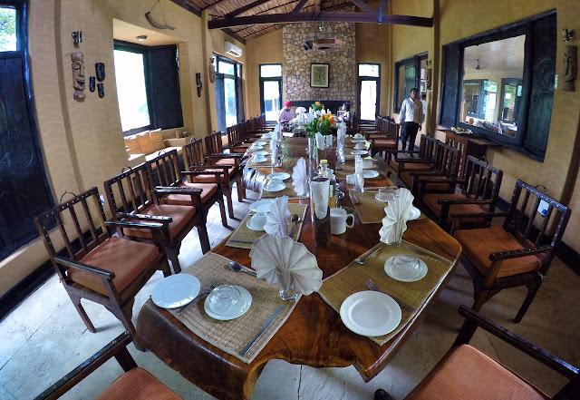 dining room King's Lodge Bandhavgarh tiger reserve pugdandee safari review