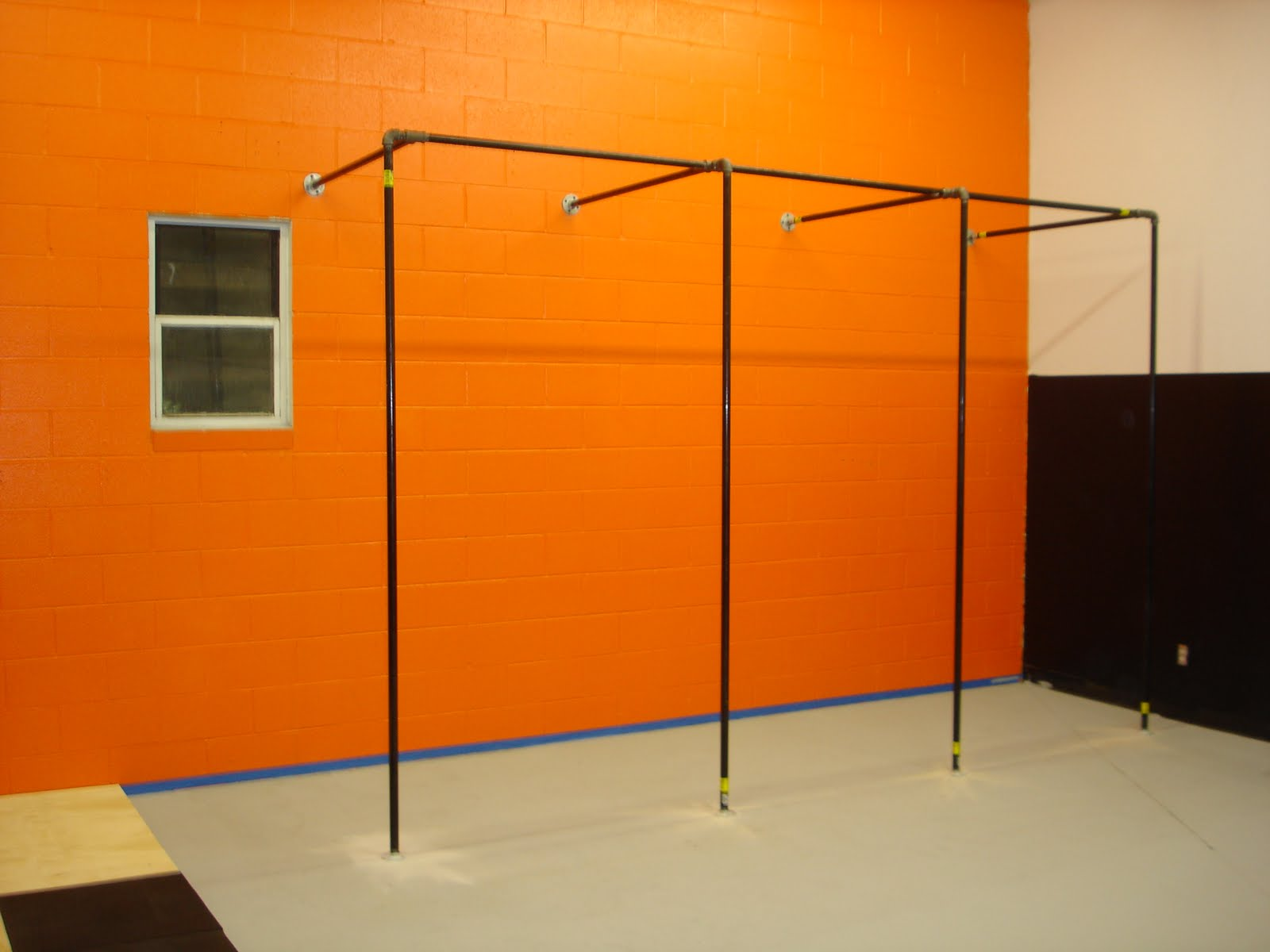 Homemade gym equipment stronger i also built a lifting platform to put my power rack on and do all my heavy deadlifts without smashing my weights and my floor i found a design on someone solutioingenieria Gallery