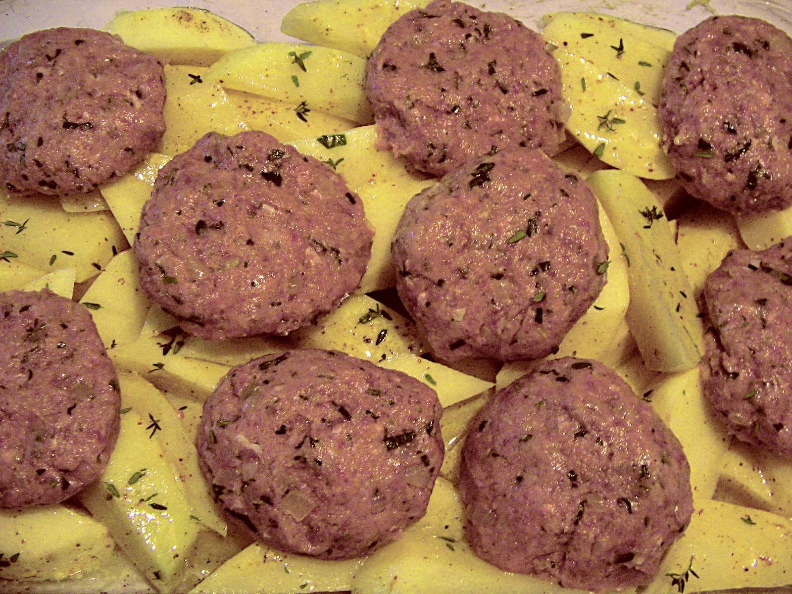 κεφτέδες με πατάτες στο φούρνο