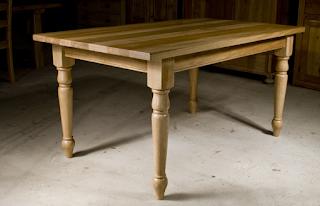 kvalitatīvi koka galdi