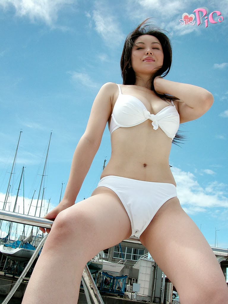 hot asian girls in bikini 06