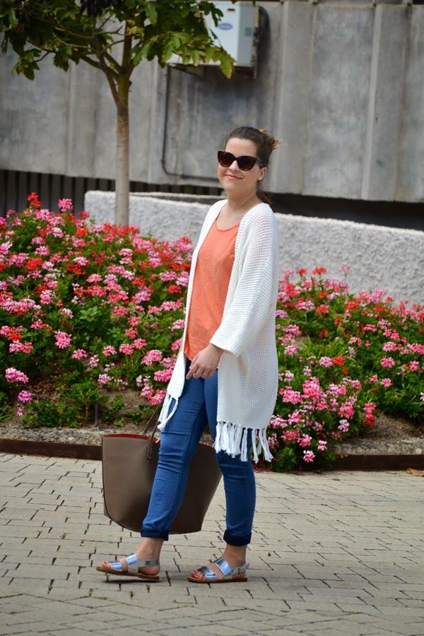 look_outfit_kimono_flecos_sandalias_plateadas_lolalolailo_03