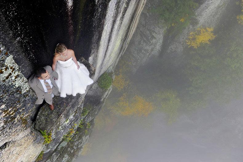 Fotógrafo toma fotos de boda en un acantilado de 105 metros para hacerlos maravillosos