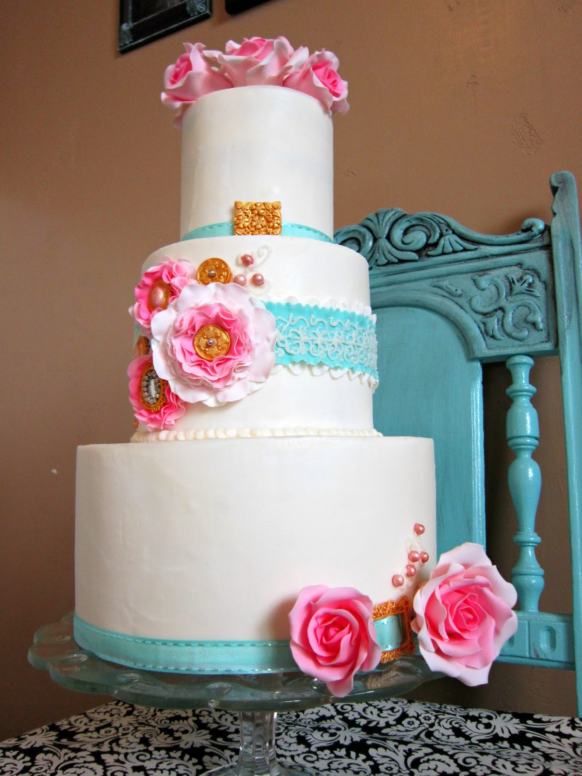 Delectable Cakes: Shabby Chic Wedding Cake