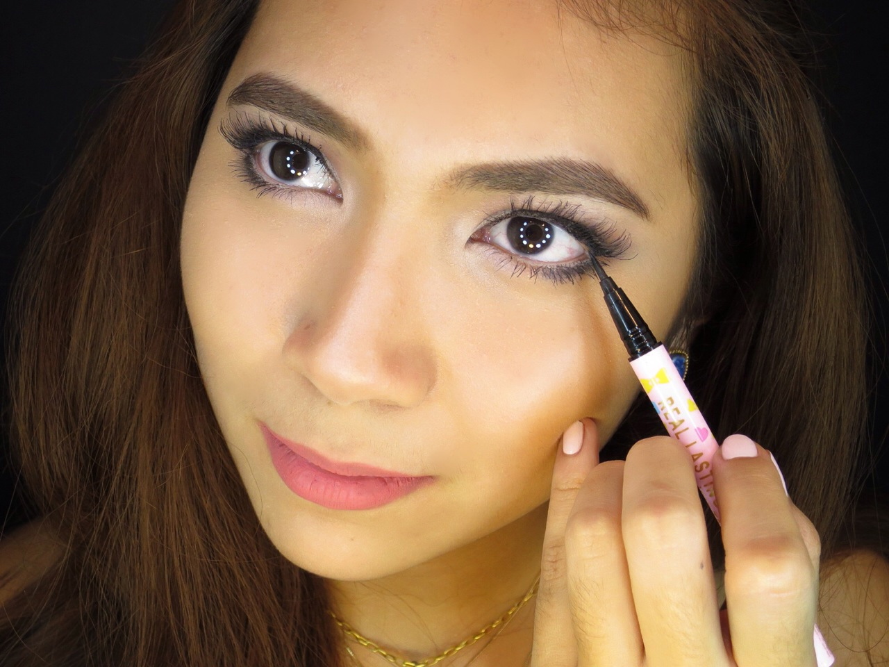 Whenever You Add Makeup To Your Lower Lash Line Whether It's Drawing More  Lashes Or Simply Applying Eyeshadow Or Eyeliner, A Rule Of Thumb Is That  Closing