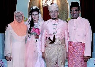 Gambar Majlis Perkahwinan Anak Nash Fareena Nasha dan A Rahman Fauzi