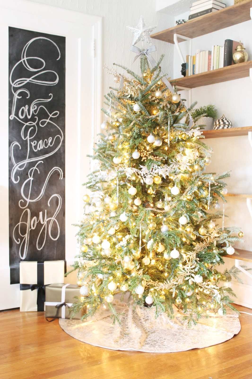 Shannon Claire Blogger Stylin Home Tours My Christmas