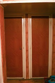 двери в ванную комнату до ремонта