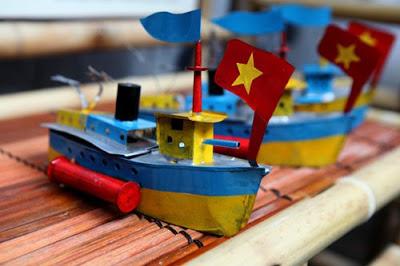 Tàu Thủy Sắt Tây Xưa