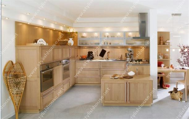 Wooden kitchen cabinets on Contemporary French Style Kitchen Designs