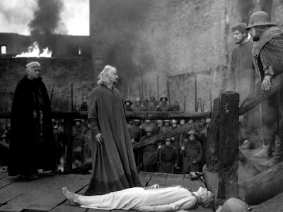 Grigori Kozintsev's Korol Lir, King Lear (played by Yuri Yarvet) mourns the death of his youngest daughter
