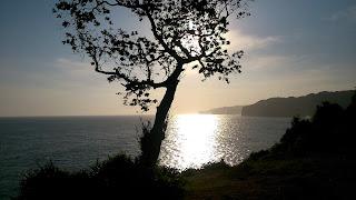 Indahnya Sunset Pantai Kesirat