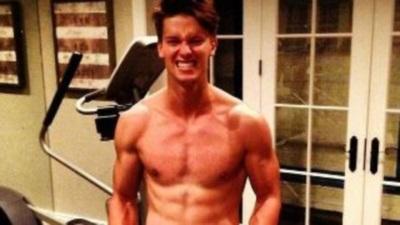 Δείτε τον γιο του Arnold Schwarzenegger που θέλει να φτιάξει το σώμα του πατέρα...