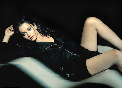 Kangna Ranaut Long Legs Wllpaper Wallpaper
