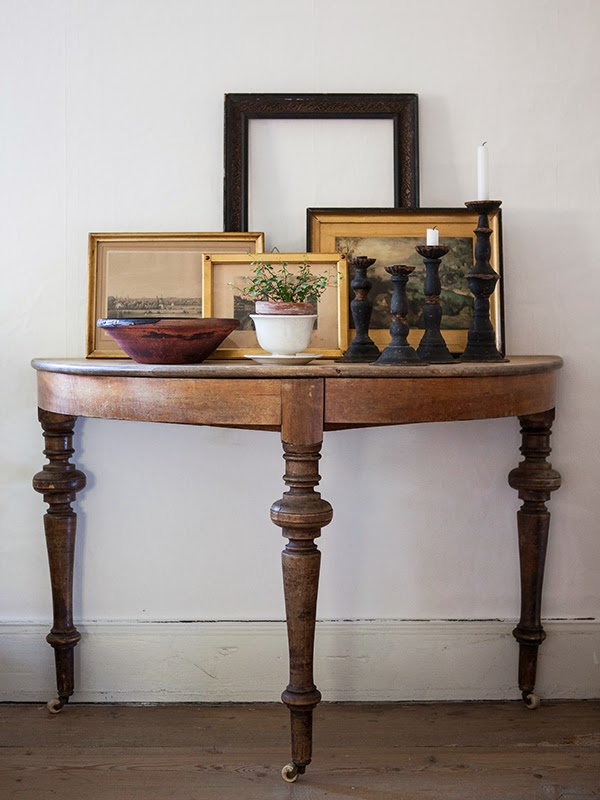 five easy pieces: the demilune table via Meet Me in Philadelphia