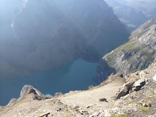 Tiefblick von der Kistenpasshütte zum Limmernsee