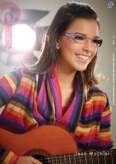 adcbcc2d2bb77 Com diversos visuais, Mariana Rios mostra nos clicks como é possível compor  looks alegres para qualquer ocasião, tanto com os óculos de receituário  como com ...