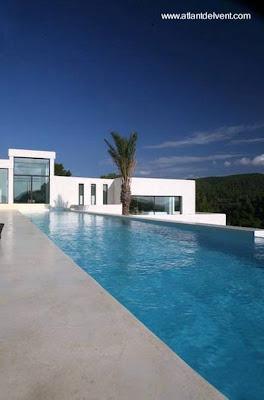Arquitectura de casas fotos de piscinas modernas for Piscinas alargadas