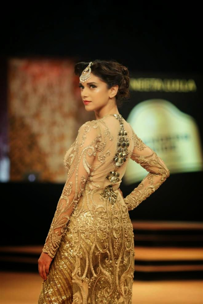 aditi rao hydari hot ramp walk pictures