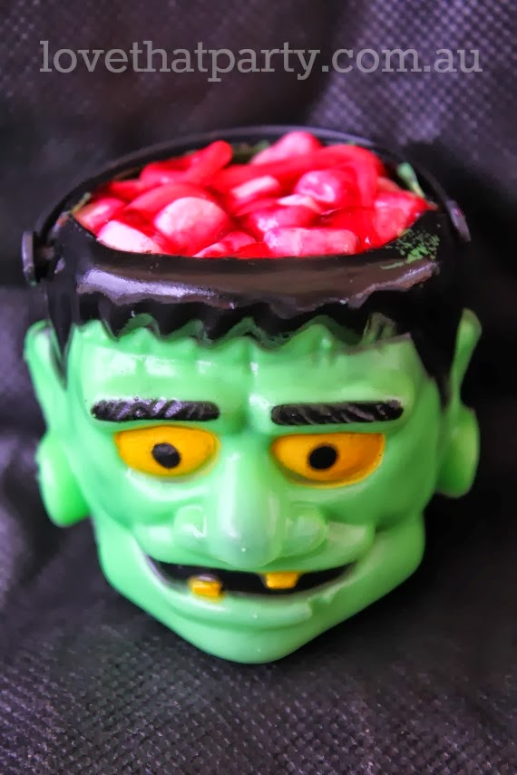 Super Easy Halloween Monster Brain Cupcake tutorial @Love That Party. www.lovethatparty.com.au