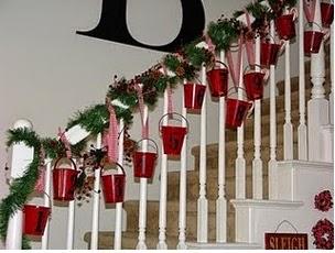 algunas ideas bonitas y novedosas para decorar las escaleras en navidad