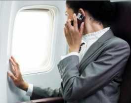 Bahaya Menyalakan Hp di Pesawat