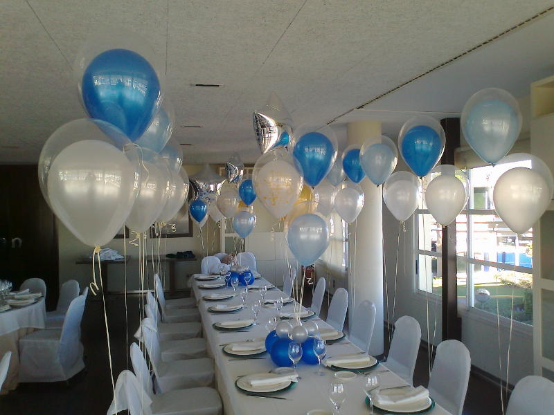 Decoraci n globos restaurante for Decoracion de bombas para bautizo
