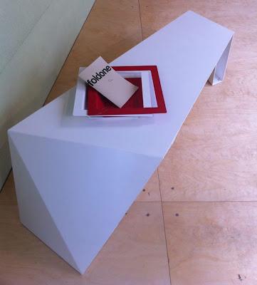 Meja Minimalis dan Futuristik 5