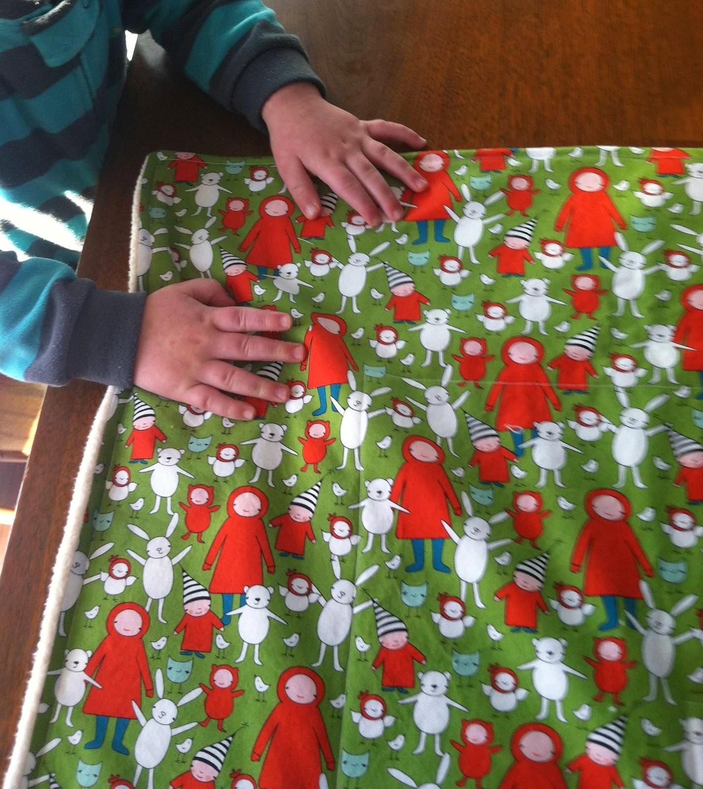 http://www.marymarthamama.com/crafty-cat/easy-diy-baby-blanket-tutorial/