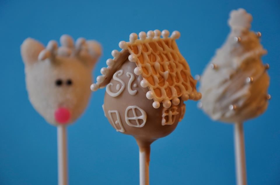 ' Cutie Pops' White Christmas Collection... look at that gingerbread ...