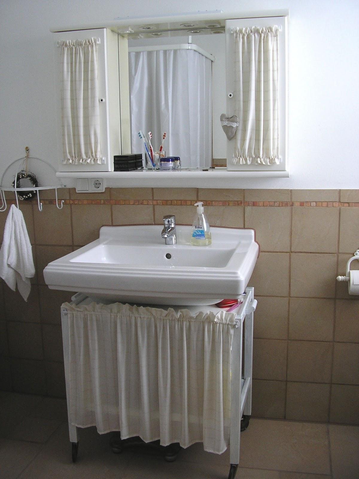 mal das mal dies mein landhaus bad. Black Bedroom Furniture Sets. Home Design Ideas