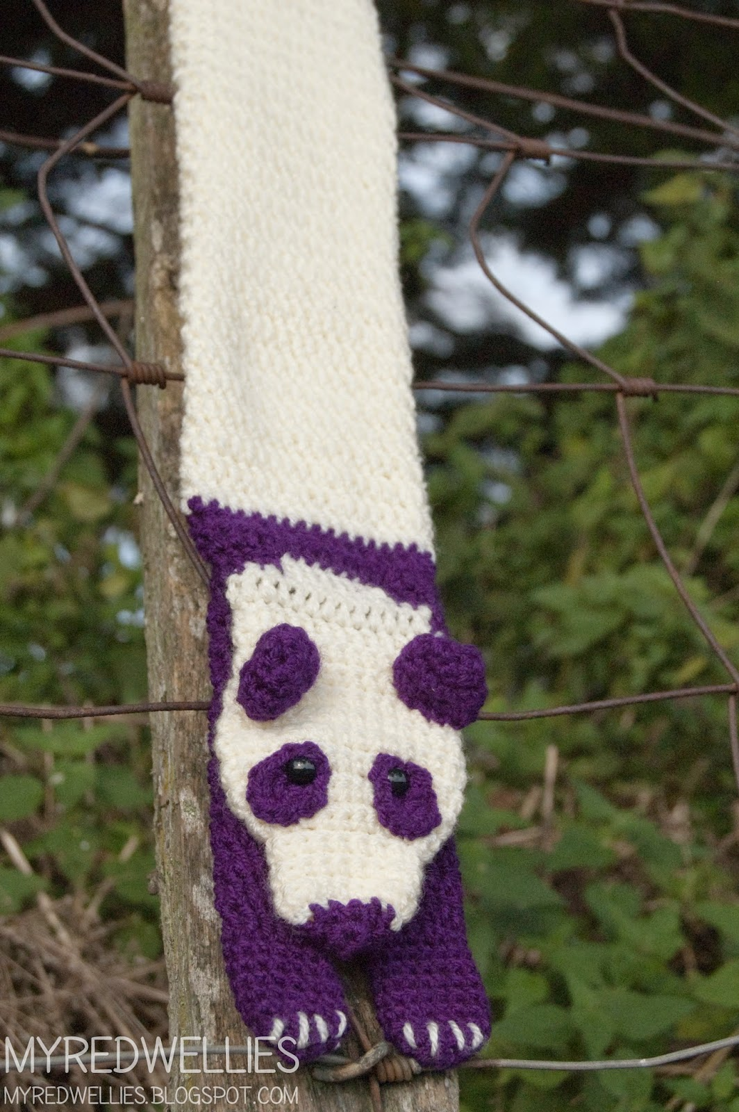 My Red Wellies: Purple Panda Scarf, a start on christmas.