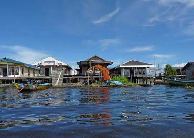 [Image: kampung_nelayan.jpg]