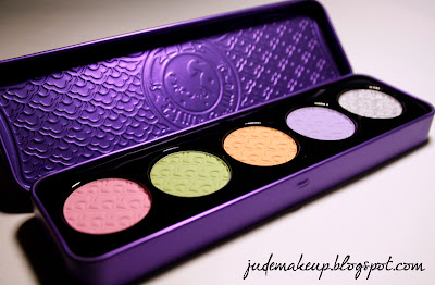 http://www.judemakeup.com/2013/07/le-bonheur-par-lime-crime-palette.html