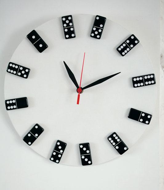 relógio reciclado de domino e disco vinil