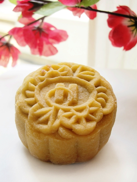 TOH YUEN CELEBRATES MID  AUTUMN FESTIVAL WITH THE SNOWSKIN SELECTION AND PREMIUM BAKED MOONCAKE