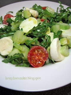 mozzarella-rocket-avocado-salad