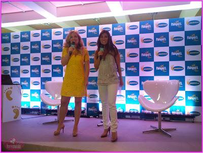 Angélica e Daniele Suzuki no evento da Pampers