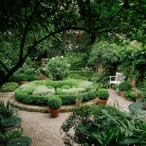 Backyard design ideas with circle plants
