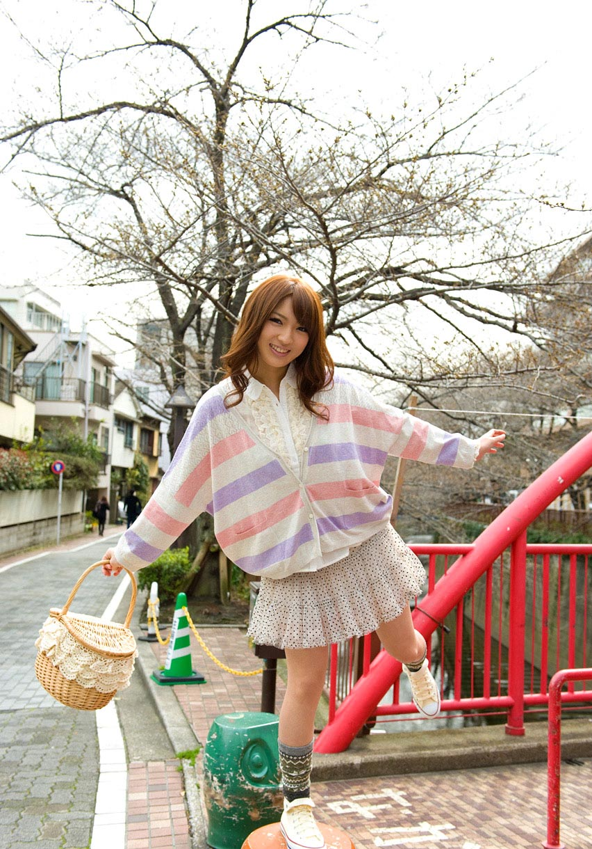 hot japanese idol shiori kamisaki pics 01