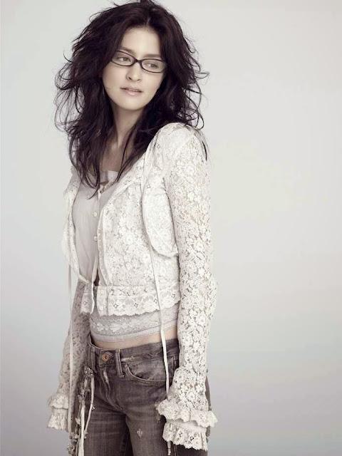 Gambar Angela Aki