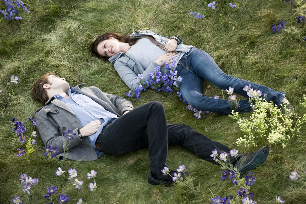 http://2.bp.blogspot.com/-8wl66NzgP1c/UCjGbqnrEbI/AAAAAAAABlM/h-wg_vt_guY/s1600/Love+Couple+Lying+On+Grass+And+Flowers+HD+Wallpaper+-+LoveWallpapers4u.Blogspot.Com.jpg