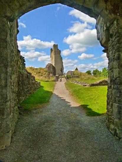 Helmsley, castle, North Yorkshire, Duncombe, Feversham