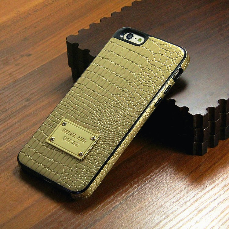 Go crazy with michael kors iphone 6 case croco leather for Housse iphone 6 michael kors