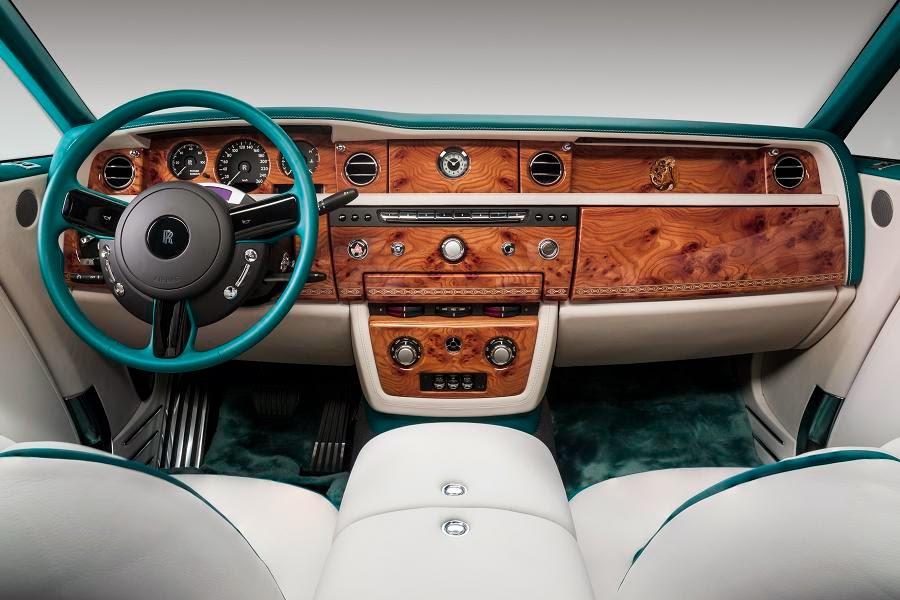 Rolls-Royce Maharaja Phantom Drophead Coupé (2014) Dashboard