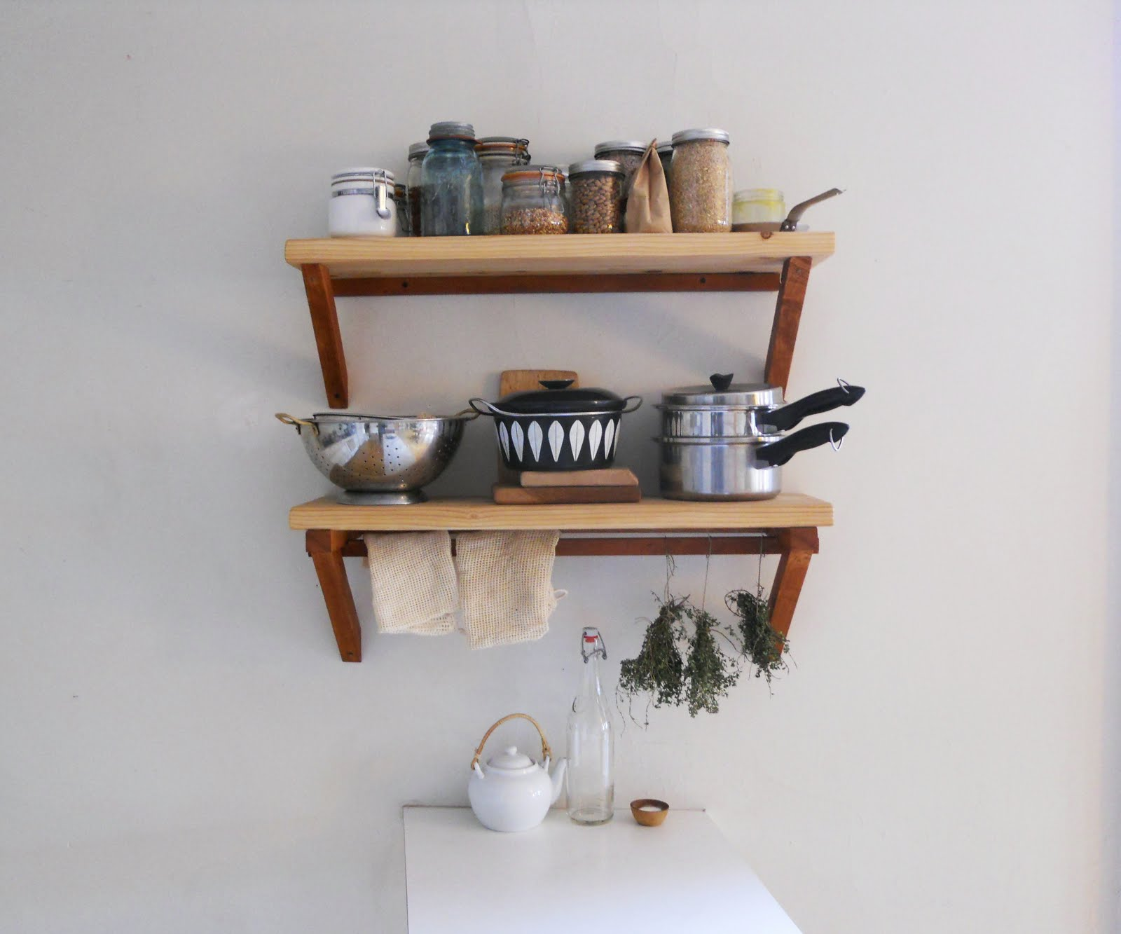 Small kitchen shelves ideas