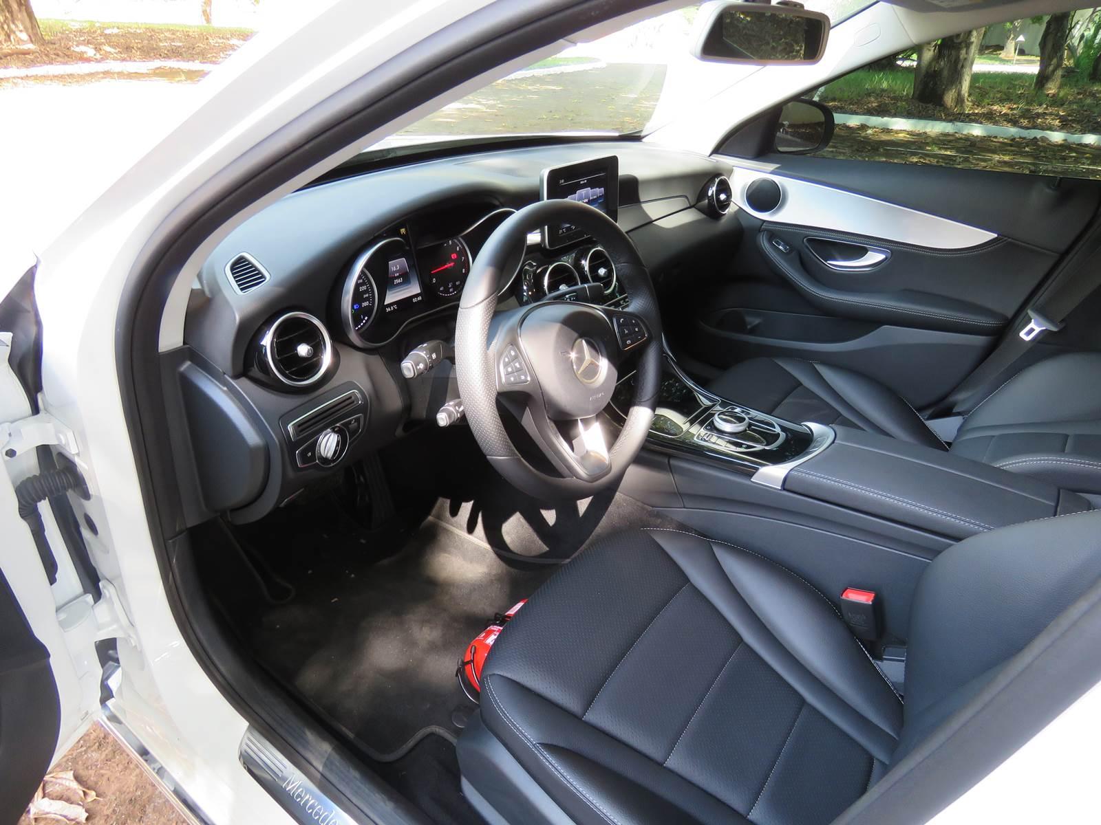 Mercedes-Benz C180 x Audi A4 x BMW Série 3 - interior
