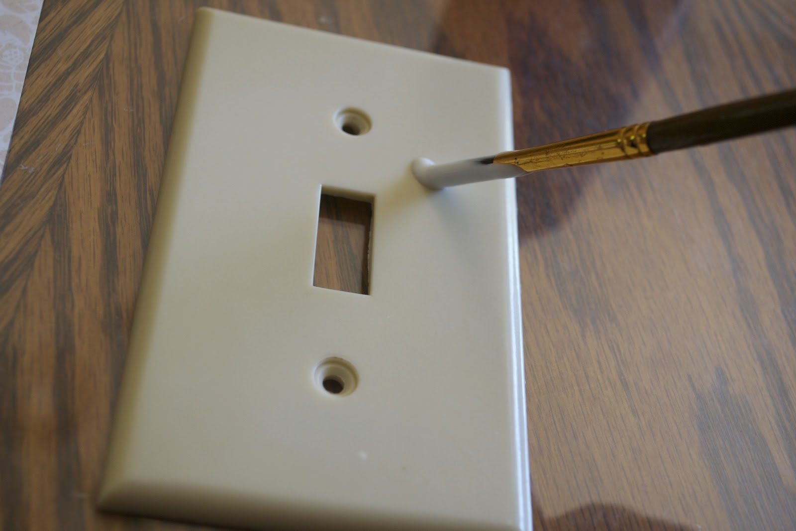 The Ninja Herself: DIY Tutorial: Covered Outlet/Light Switch Faceplate:Lay the faceplate down on the wrong side of the scrapbook paper. Apply  pressure and let it sit for a good while, about 20 minutes I'd say.,Lighting