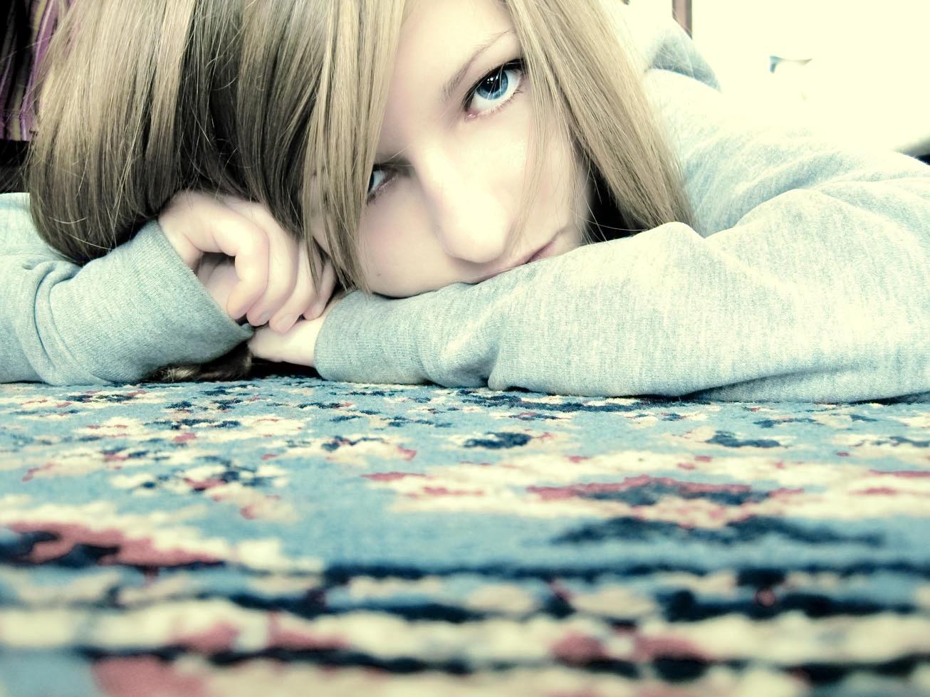 http://2.bp.blogspot.com/-8xOBOGy1eQk/TgJyBKBSW9I/AAAAAAAAAOM/OTXtRcImOq0/s1600/Blue_sadness_by_AvrilkaTff.jpg