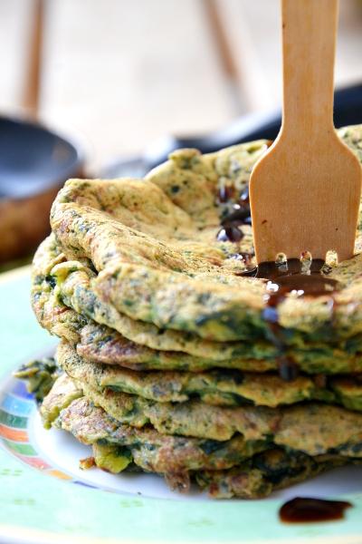 frittatine di farina di ceci con porri e spinaci